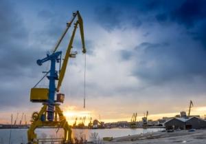 importancia-de-las-gruas-en-el-mantenimiento-de-naves-industriales